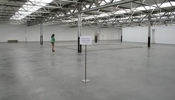 Ai Weiwei - 5000 kg Sunflower Seeds - Beschilderd porselein, twee aparte werken van elk 5000 kg