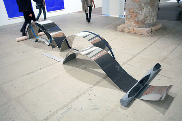 Alice Channer, Reptiles, 2012, rolled and mirror-polished stainless steel; elastics; cast and mirror-polished aluminium; machined, hand-carved, polished marble