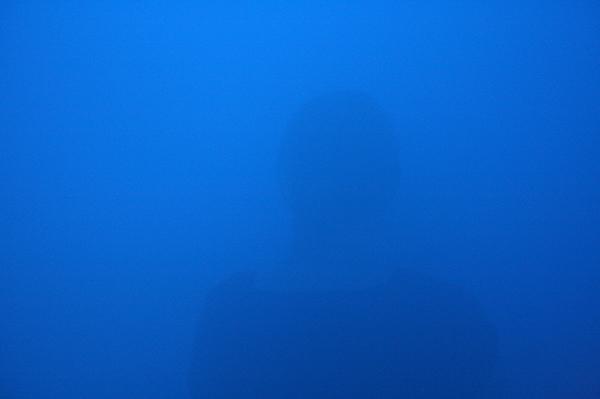 Ann Veronica Janssens - Daylicht Blue, Sky Blue, Medium Blue, Yellow - Rookmachine en kleurenfilters