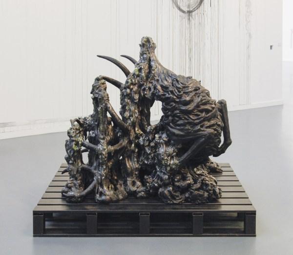 Anne Wenzel - Zonder Titel (Edelhert) - Keramiek en metaal 2005