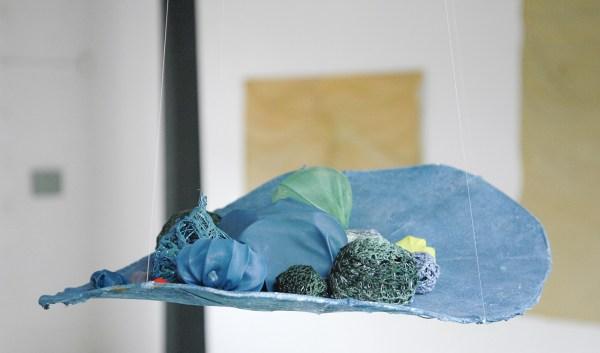 Antoniette Peeters - 2011 - Stof, acrylverf, haakwerk, ijzerdraad en linnen