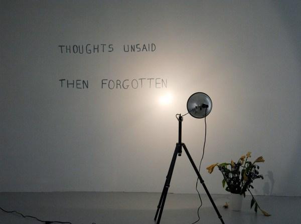 Bas Jan Ader - Thoughs Unsaid, Then Forgotten - Vetkrijt, statief met lamp en bloemen in vaas, 1973