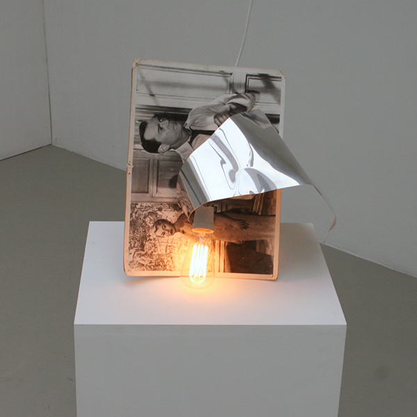 Benoit Maire - Suspens - 45x33x30cm Still, zink en lampje