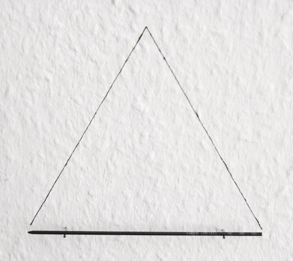 Charbel-Joseph H Boutros - 13x11cm Lood en twee spijkers