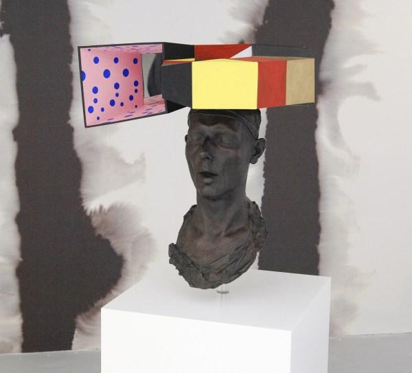 Charles Avery - Untitled (L Escargot Quadrato) - 70x49x40cm Karton, brons, nikkel, koper, acrylverf, gouache en LED