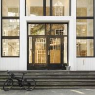 Afgelopen vrijdag berichtte ik hier dat ik begon aan de Jan van Eyck Academie wat ik voor de gelegenheid 'mijn eerste schooldag' noemde. Deze maandag werd ik op het matje […]