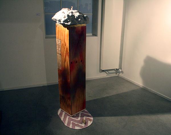 Daan Gielis - Concrete (op sokkel) - 70x70x140cm Beton, hout, papier en lak