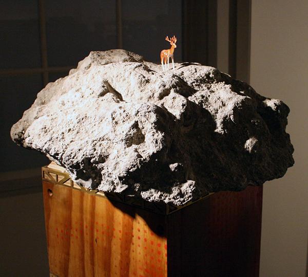 Daan Gielis - Concrete (op sokkel) - 70x70x140cm Beton, hout, papier en lak (detail)