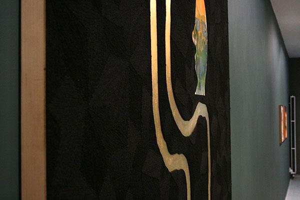 Dave McDermott - Zwangsbeglucker (Satanic Victorian Pervert) - 198x152cm Wol, bladgoud, krant, waterverf en lak op paneel (detail)
