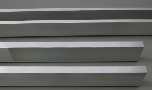 David Jablonowski - Volume - 310x70x171cm Piepschuim, gips, aluminium, offsetplaat en plexiglas (detail)