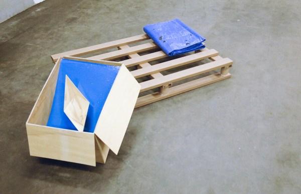 Esther de Graaf - Cardboard Frame - Karton, lijm en plakband