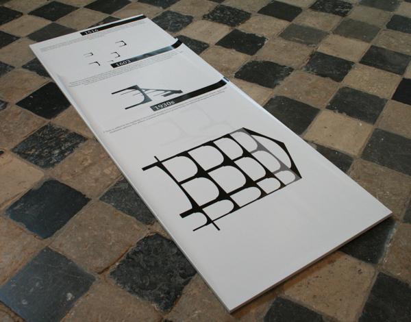 Falke Pisano - The Body In Crisis (Housing, Treating and Depicting) - Sculpturaal werk, installatie met twee video's