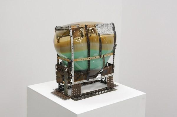 Gabrielle van de Laak - Huszar-Bubble in Meccano - 40x41x24cm Glas en meccano