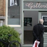 Bij Hofland is een groepstentoonstelling te zien. Hoofdzakelijk kunstenaars uit zijn stal en enkele daarbuiten. Als tentoonstelling niet zo heel boeiend omdat het werk te divers is om echt een […]