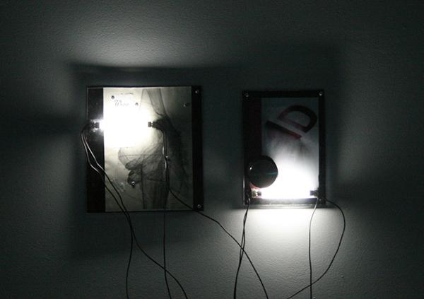 Harm van den Dorpel - On Useability - 31x27cm & 28x20cm Plastic, prints, deurstopper, bonnetje en verlichting