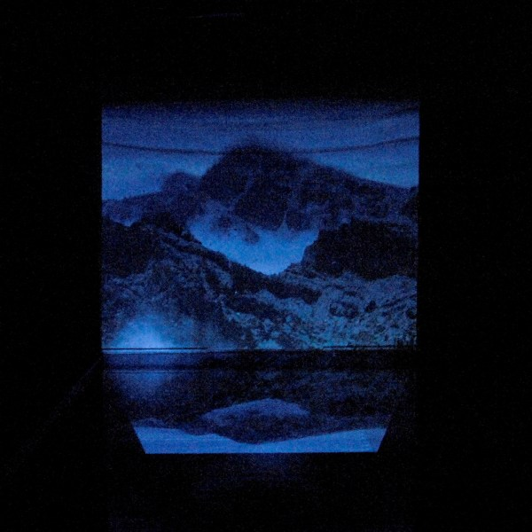 Heleen Blanken - Before Dawn, a ripple in the future left traces in the past - 1060x308cm Videoprojectie, loop en waterbassin