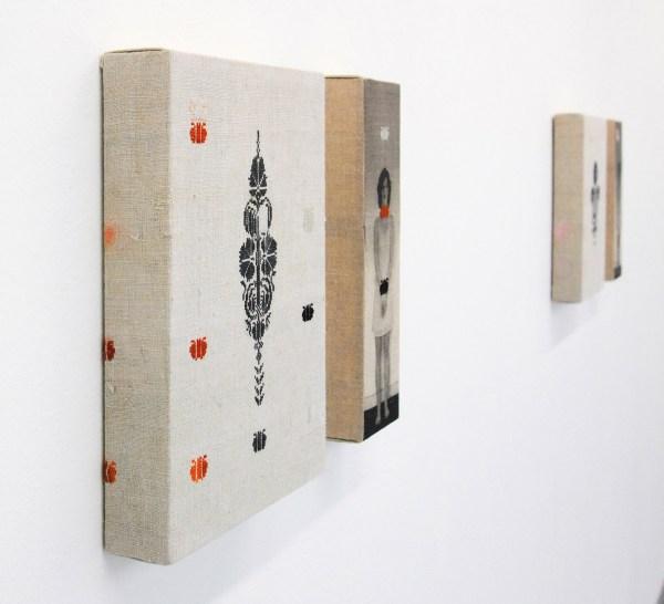 Hinke Schreuders - Hochstehende Einzelfiguren (2) - Garen en print op doek (detail)