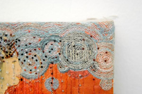 Hinke Schreuders - Works on paper #43 - Garen, kralen en papier op doek (detail)