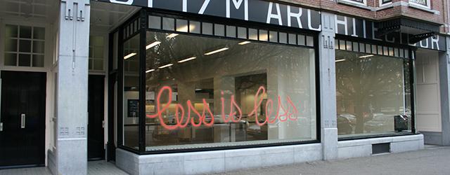 Een tentoonstelling die beeldend zo helder is dat tekst en bordjes totaal overbodig zijn, dat vind ik vaak wel aangenaam. Nu, dat is bij Luc Deleu (1944) bij Stroom in […]