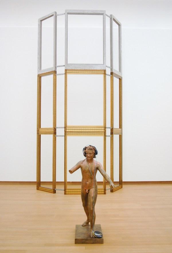 Isa Genzken - Untitled - Bronzen sculptuur, hoofdtelefoon en CD-speler & Fassade I-IV - Mixed Media