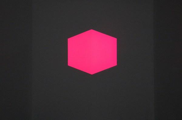 James Turrell - Afrum II Pink (Solid) - Fluoriserend licht