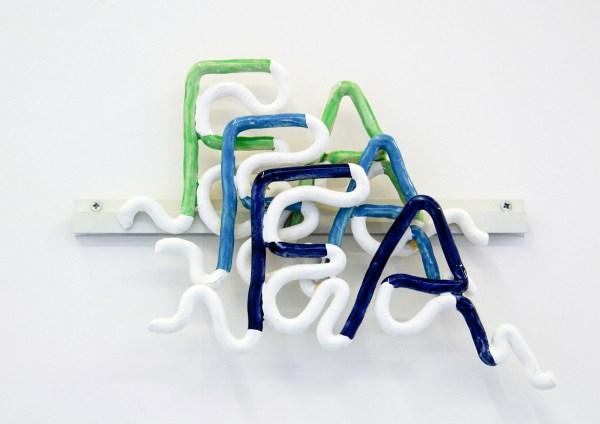 Jean-Baptiste Maitre - Fa Fa Fa - 35x40x5cm, Geglazuurd kermaiek, latexverf en metaal