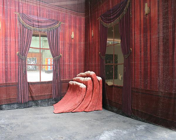 Jim Shaw - Dream Object - Sculptuur & Mansion Backdrop - Acrylverf op mousseline