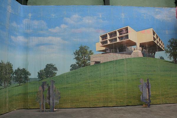 Jim Shaw - Modern Home Backdrop - Acrylverf op mousseline
