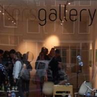 Vanavond opende in Amsterdam bij de Pop-up van KersGallery de tentoonstelling met werk van Lieven Hendriks (1970), Thomas Rameckers(1984) en Huub Vlemmings(1987). Ik heb het nooit onder stoelen of banken […]