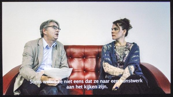 Laura Lima - To Age - Make up bij museumdirecteur die haar interviewt