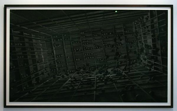Levi van Veluw - Grid - 205x120cm Houtskool op papier