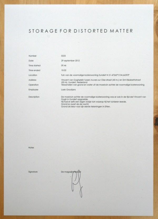 Loek Grootjans - Storage for Distorted Matter - Papier bij aarde uit de tuin van het Van Goghhuis