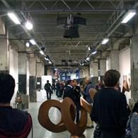Eergisteren opende in Loods 6Club A Projects. Een initiatief dat enige nadere omschrijving verdient. Niet vanwege de kunst, maar vanwege degalerieendie deelnemen. De vijf galerieen zijn respectievelijk; Roger Katwijk,Brandt,Metis.nl,Majke HüsstegeenZic […]