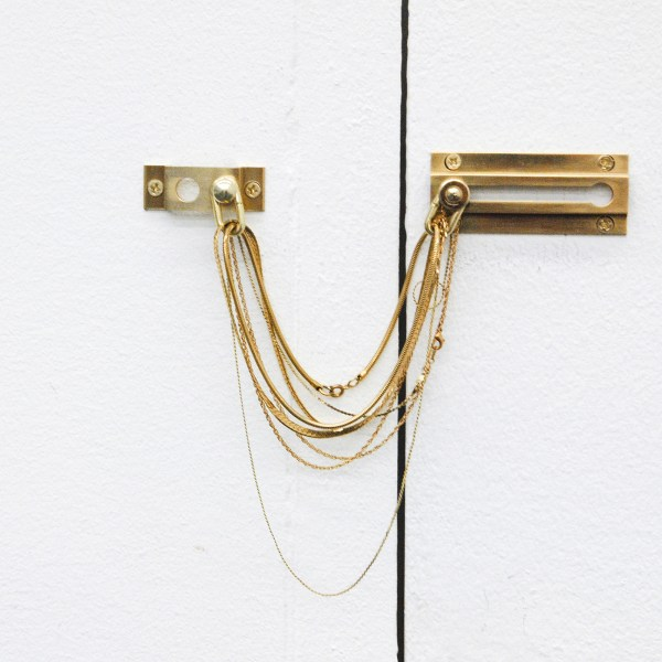 Magalen Wong - Chains - Deurkettingen