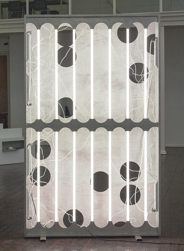 Marcel Berlanger - Enseigne Méduse - 260x160x18cm, Aluminium lichtbox, neons en olieverf op glasvezel (achterzijde)