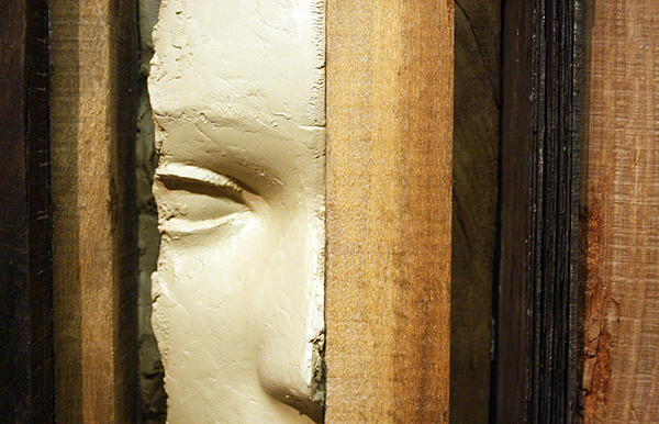 Mark Manders - Unfired Clay Head - 196x69x92cm Hout, beschilderde epoxy en ijzer 2011 (detail)