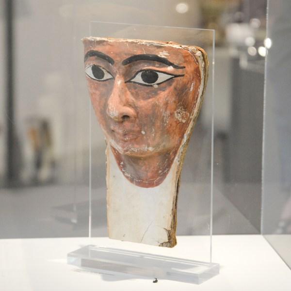 Mieke Zilverberg Kunsthandel - Mummie masker fragment