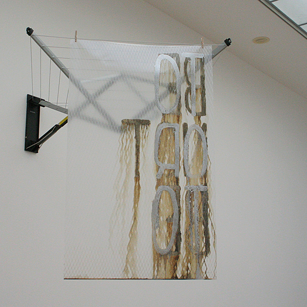 Navid Nuur - Untitled (To Or To, Be Not Be) - Wasrekje, vliegerpolyester en dakcoating 2006-2013