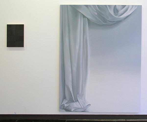 Niek Hendrix - Black Glass - 40x30cm & Curtain - 185x140cm Olieverf op canvas op paneel