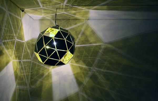 Olafur Eliasson - Introvert Sun - Roestvrij staal, spiegelglas, folie en lamp