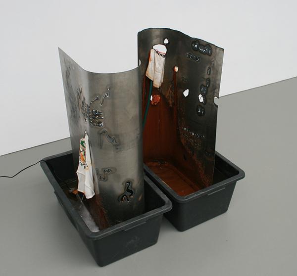 Olga Balema - How It feels I & II - elk 101x47x80cm Plastic box, staal, slang, waterpomp en textiel