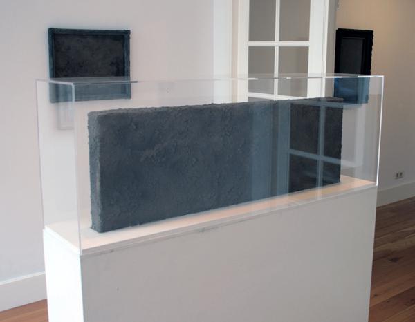Otto Egberts - Replica (beeld) - 152x122x26cm Lijm, stof, jute, hout en perspex