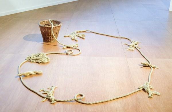 Patrick Corillon - La derniere corde - Touw en mand, 2014