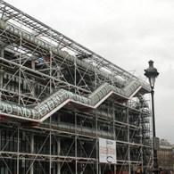 Wie naar het Louvre gaat (de oude klassiekers tot de minder oude klassiekers), vervolgens het d'Orsay (de klassiekers tot ongeveer de impressionisten en post-impressionisten) bezoekt, dan moet die de tijdlijn […]