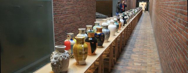 Project Stilleven is het idee van Frank van der Linden om 99 kunstenaars een vaas te laten bewerken tot een werk en dat wordt op dit moment getoond in Museum […]