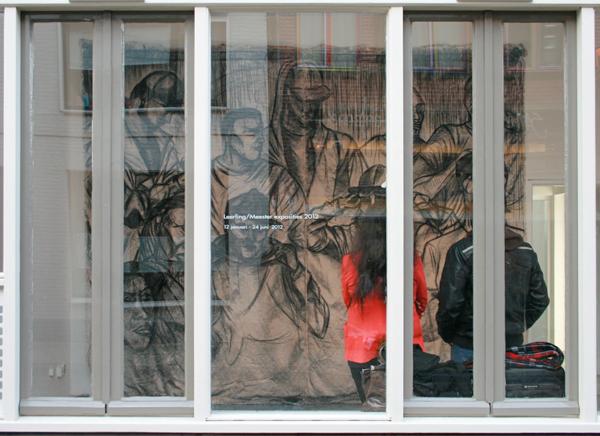 Raquel van Haver - No Title - 400x400 cm Houtskool op jutte