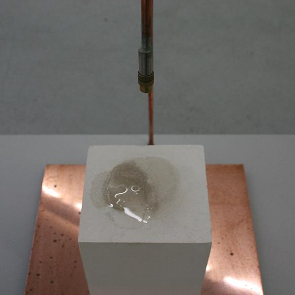 Rosa Peters - Liminality - Installatie met gips, water en koper (detail)