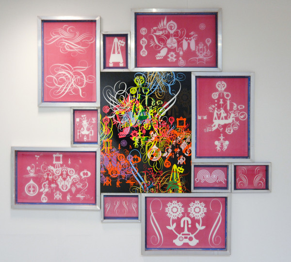 Ryan McGinness - Closed System Painting (Language Slows Thought) - 249x264cm Acrylverf en olieverf op houten paneel en zeefdrukramen met acrylverf en foto-emulsie