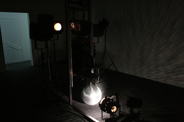 Sarah & Charles (in samenwerking met Henri-Emmanuel Doublier) - Glimmer, Glimmering Lights (AKA Red Herring Instalation) - Lichtinstallatie