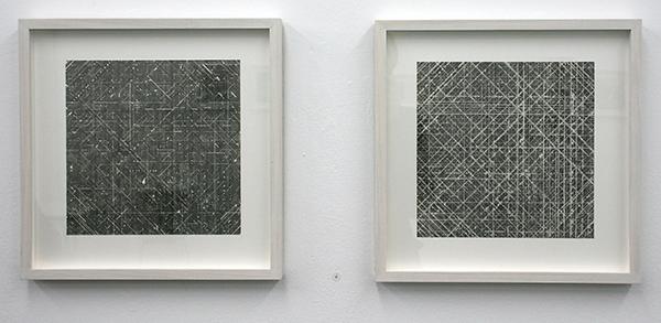 Stephan van den Burg - Zonder Titel (tweeluik) - 2 maal 25x25cm Potlood en tape op ppaier